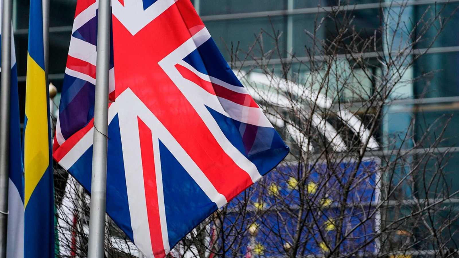 La bandera del Reino Unido frente al Parlamento europeo en Bruselas. Kenzo TRIBOUILLARD / AFP