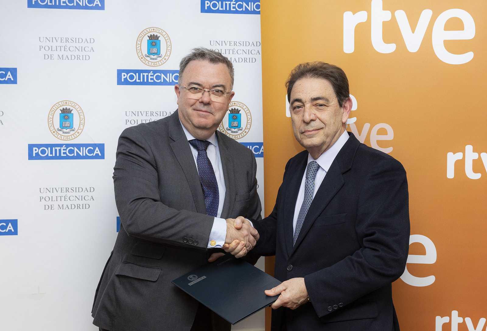El director general corporativo de RTVE, Federico Montero y el rector de la Universidad Politécnica de Madrid, Guillermo Cisneros, renuevan la Cátedra RTVE-UPM