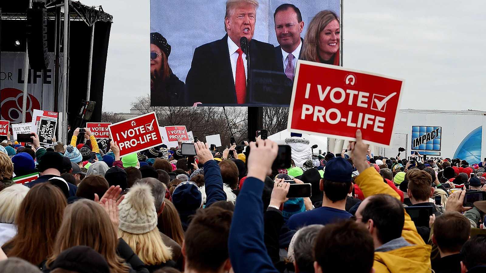 Trump participa en la anual 'Marcha por la vida' celebrada en Washington