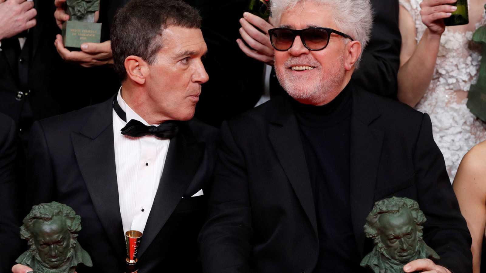 Antonio Banderas y Pedro Almodóvar, los grandes triunfadores de los premios Goya con 'Dolor y Gloria'.