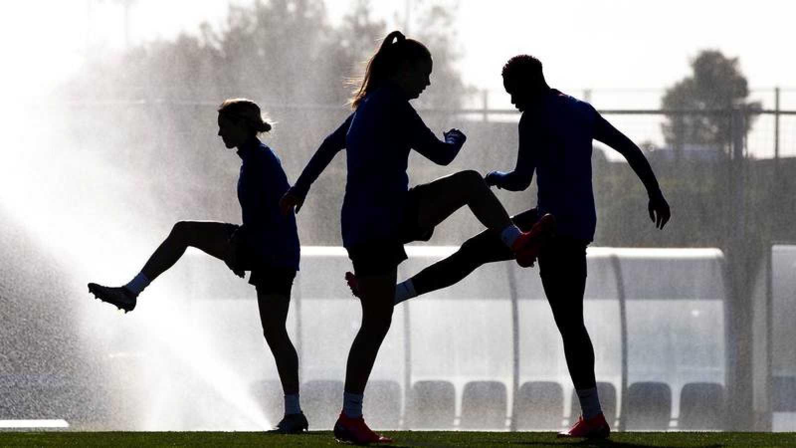 Varias jugadoras del Barça femenino durante el entrenamiento que ha realizado la plantilla azulgrana