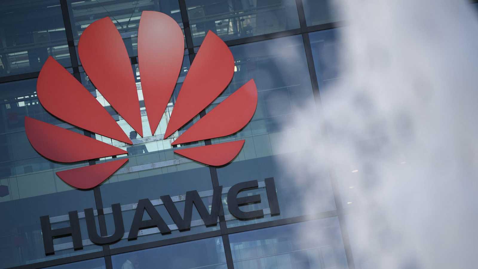 El logo de la compañía china, sobre la fachada de sus oficinas en Londres.