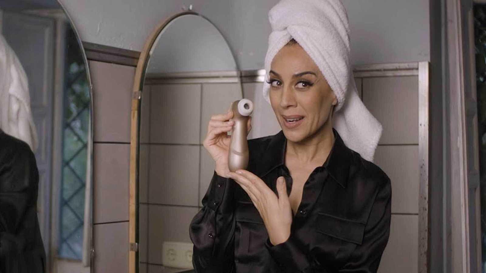 Mónica Naranjo compartiendo promo con el Satisfyer