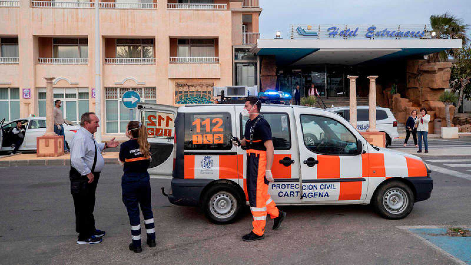 Dos voluntarios de Protección Civil del Ayuntamiento de Cartagena