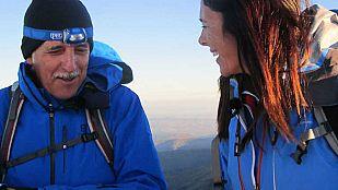 NoticiaEdurne Pasabán y Kiko Veneno ascienden a la cumbre más alta de la península, el Mulhacén