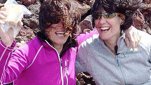 NoticiaMónica López asciende el volcán Teneguía