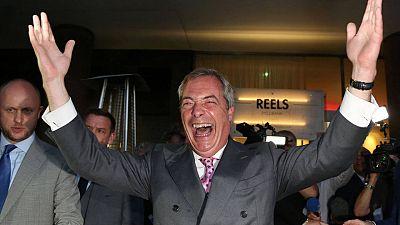 El eurófobo Nigel Farage celebra la victoria del 'Brexit'