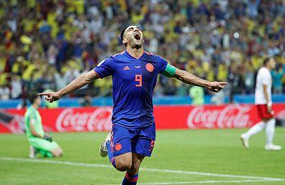 El delantero Radamel Falcao celebra el segundo gol de Colombia a Polonia.