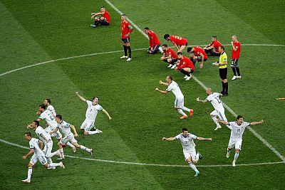 Los jugadores rusos celebran la victoria tras el partido España-Rusia.