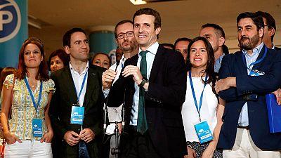 Pablo Casado junto a algunos de sus colaboradores durante el Congreso Extraordinario del PP