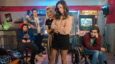 María de Nati (Irene), Angy Fernández (Mireia), Guillermo Campra (Joel), Pol Monen (David) y Manuel Huedo (Kiu) protagonistas de 'Bajo la red'