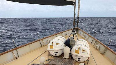 La cubierta del buque Astral de la ONG 'Open Arms' en plena travesía por el Mediterraneo