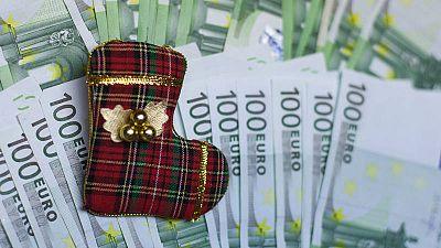 Un caldetín navideño y dinero