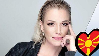 "Tamara Todevska canta ""Proud"""