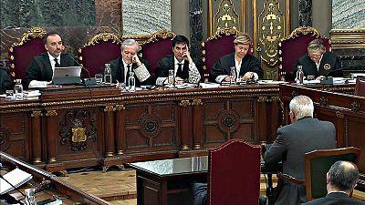 Los magistrados del juicio del procés escuchan al jefe de la Policía Nacional en Cataluña el 1-O, Sebastián Trapote, de espaldas