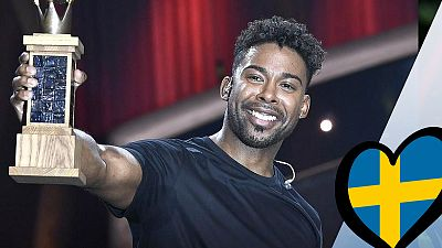 "John Lundvik canta ""Too late for love"""