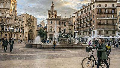 Plaza de la Virgen y la Catedral de Nuestra Señora de la Asunción de Valencia
