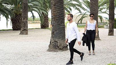 Rosa y Bisbal pasean entre palmeras.