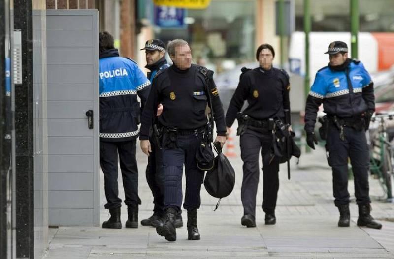 El Grupo Especial de Operaciones de la Policía Nacional (GEO) ha estado presente en la liberación de una empleada de Cajacírculo donde un cliente la ha tenido retenido a punta de navaja durante cinco horas.