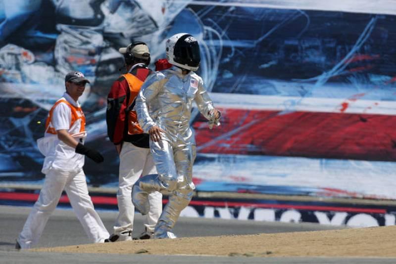 Es la segunda vez que Jorge Lorenzo se disfraza de astronauta para celebrar una victoria.