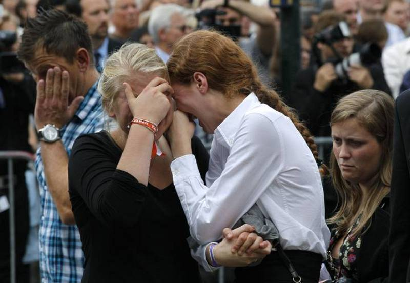 Survivors of a shooting rampage on the Utoeya island break out in tears following a memorial service in the Oslo cathedral