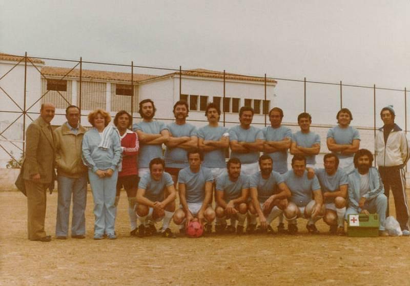 El Verano Azul Fútbol Club, constituido por integrantes del equipo de rodaje de la serie.