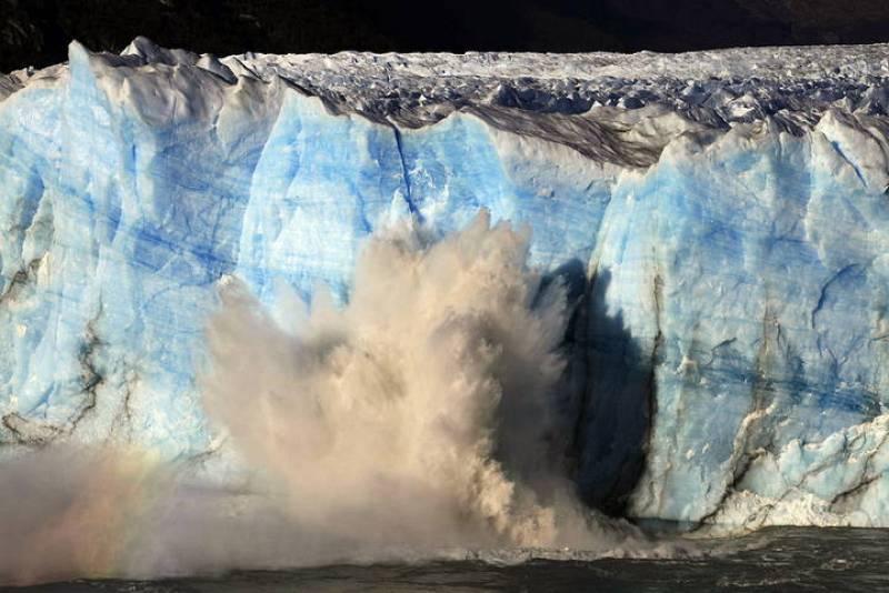 Vista del glaciar Perito Moreno, en el Parque Nacional Los Glaciares, en el sur de Argentina, durante su proceso de ruptura