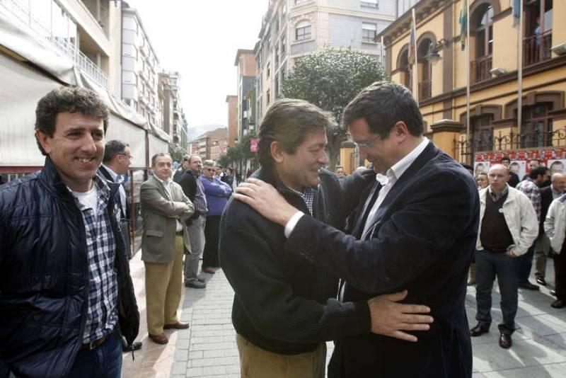 El candidato socialista y el secretario de Organización del PSOE