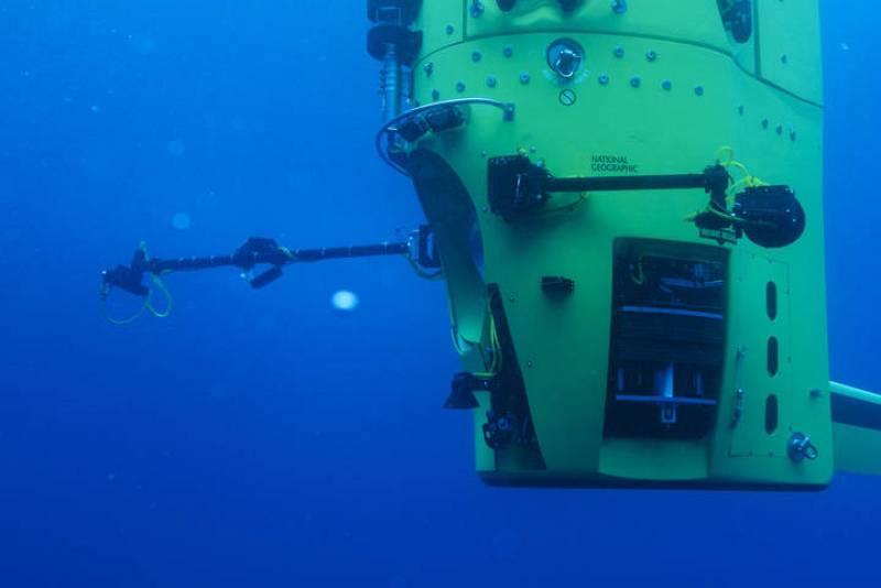 El Deepsea Challenger durante las pruebas de inmersión en Australia