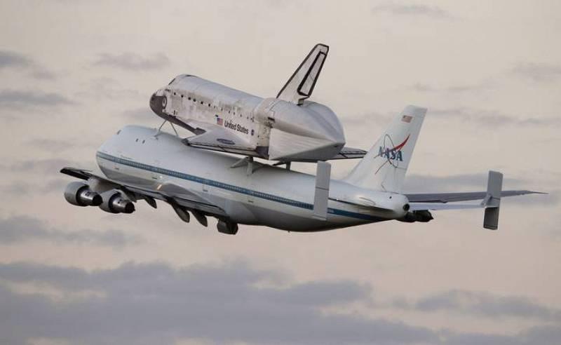El Discovery a lomos del avión de la NASA desde donde partió de Cabo Cañaveral