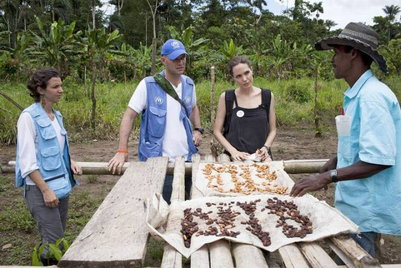 Angelina Jolie con los refugiados de Ecuador