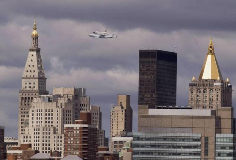 """Los neoyorquinos contemplaron surcando sus cielos al famoso """"Enterprise"""", nombrado así a petición de numerosos seguidores de la famosa serie televisiva de aventuras espaciales """"Star Trek""""."""