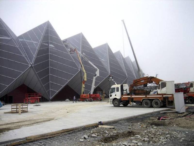 Últimas obras en los alrededores del Baku Crystal Hall, sede del Festival de Eurovisión