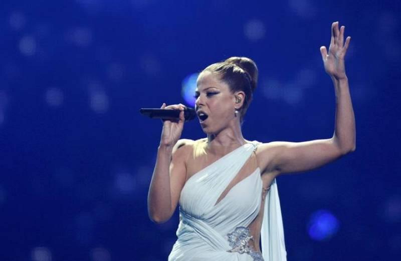Pastora Soler canta en la final de Eurovisión 2012