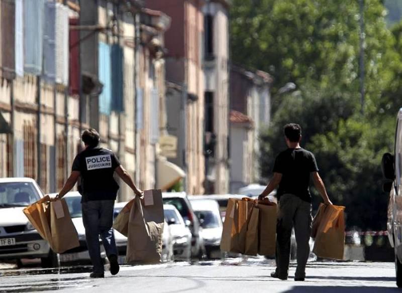 REQUISADO MATERIAL INFORMÁTICO EN EL PISO DE LOS PRESUNTOS ETARRAS DETENIDOS