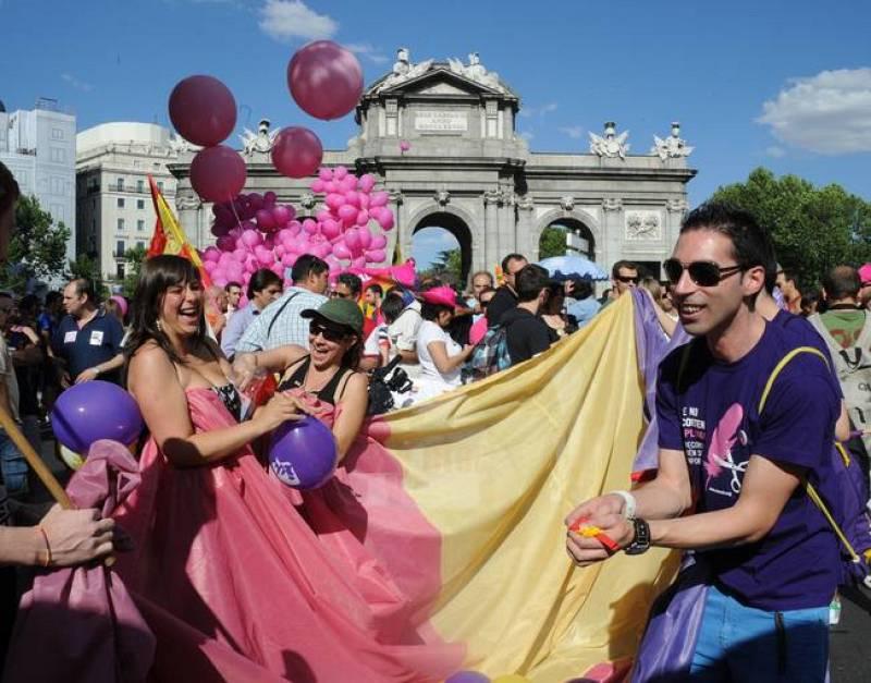 La marcha del Orgullo Gay transcurre en un ambiente festivo