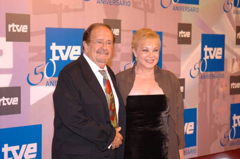 José Luis Uribarri posando con Karina