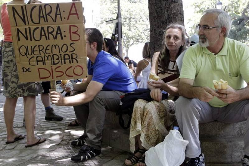 CONCENTRACIÓN CONVOCADA POR LA CNT POR LA DIGNIDAD DE LOS PARADOS