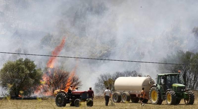 El incendio en Empordà continúa activo