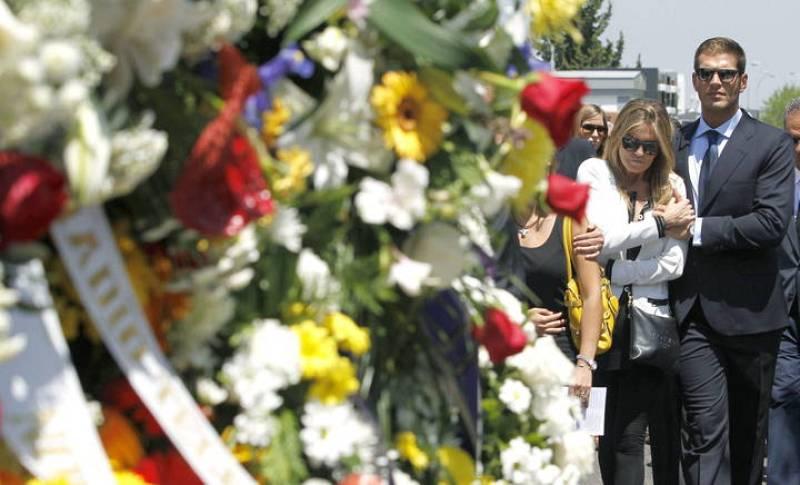 Susana Uribarri, hija del fallecido presentador José Luis Uribarri, junto a su novio Darek