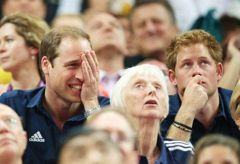 Príncipe Guillermo de Cambridge y su hermano Enrique en una prueba de gimnasia de Londres 2012