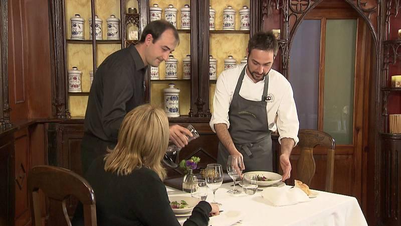 Miguel de la Cruz, chef de una estrella Michelín, en su restaurante La Botica de Matapozuelos.