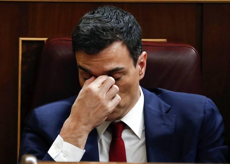 El secretario general del PSOE, Pedro Sánchez, en su escaño durante la votación.