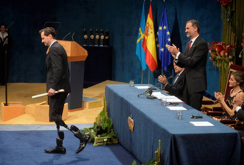 U.S. physicist Hugh Herr receives the 2016 Princess of Asturias award for Technical and Scientific Research from Spain's King Felipe at Campoamor theatre in Oviedo