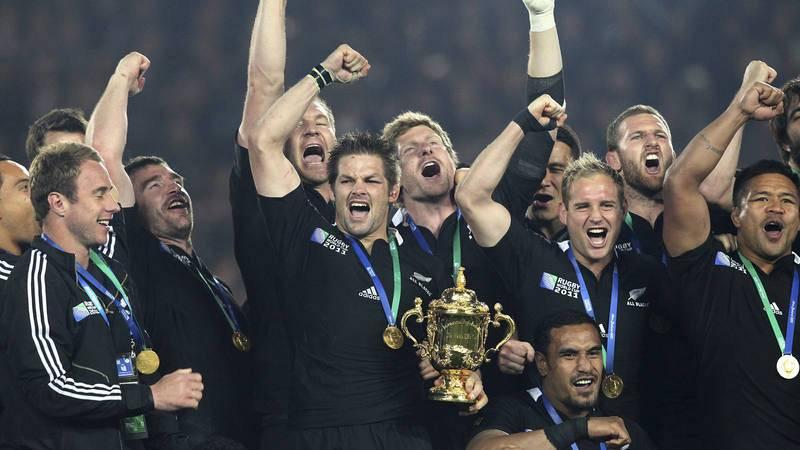 La selección de Nueva Zelanda, con la Copa del Mundo de 2011.