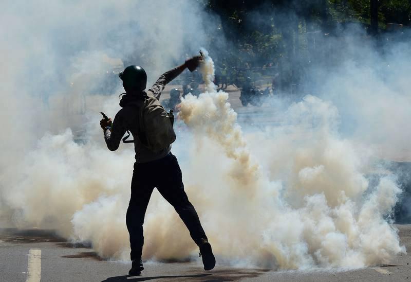 Enfrentamientos entre la policía y los manifestantes en Caracas
