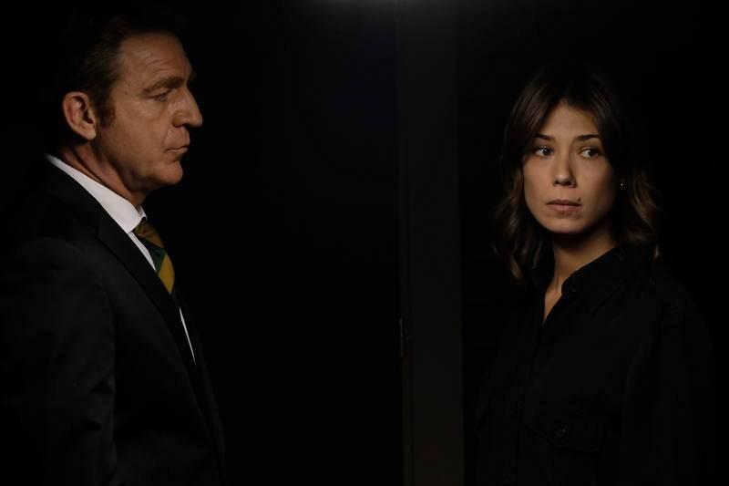 Alicia descubre la verdad sobre la muerte de su madre