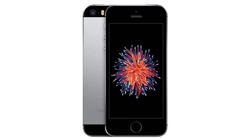 2016. iPhone SE. Aportó un toque de nostalgia, ya que era más pequeño y tenía prácticamente el mismo diseño que el iPhone 5S. Además, fue lanzado a mitad de ciclo de lanzamientos, en marzo (Apple presenta sus nuevos iPhone siempre en septiembre).
