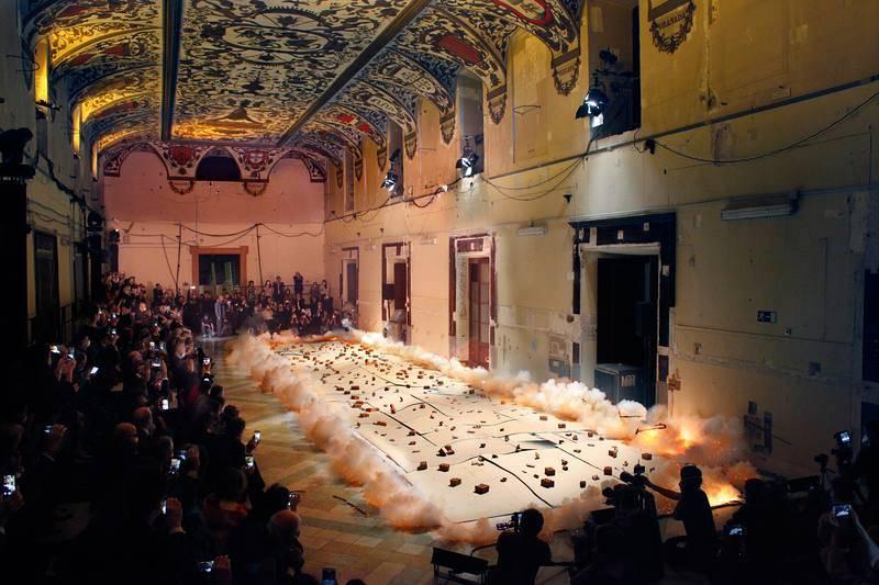 Ignición durante la creación con pólvora del Espíritu de la pintura en el Salón de Reinos. Madrid, 2017.