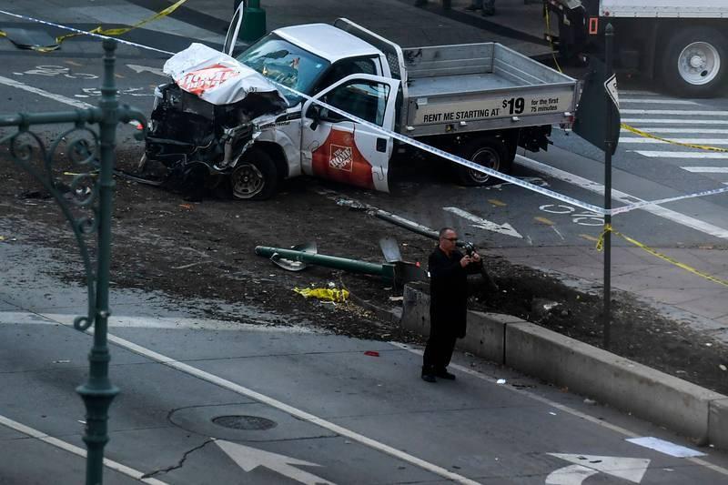 La camioneta que ha irrumpido en el carril ciclista